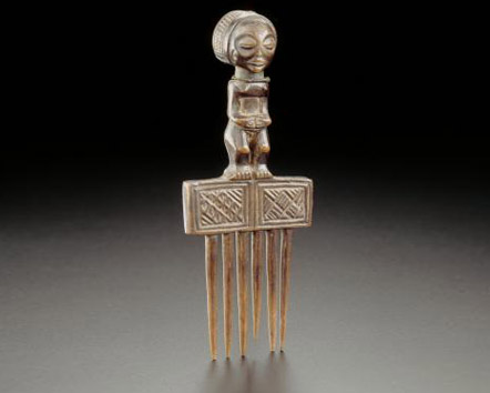 Chokwe comb with a typical pattern on the front of the figure