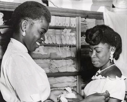 A Congolese saleswoman and customer in a shop in Kinshasa (ca. 1957)