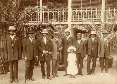 Group of African people in western clothing (1912-1913)
